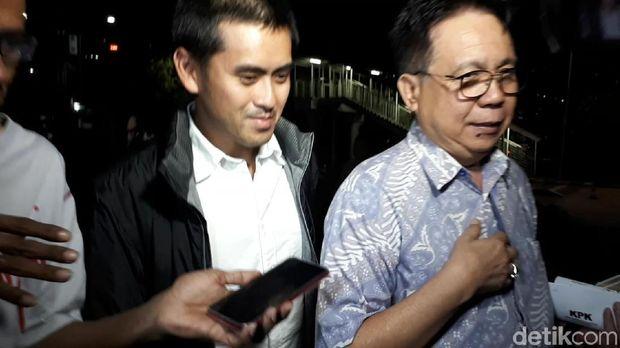 Anak pengusaha Eddy Sindoro, Michael Sindoro usai diperiksa KPK, Selasa (23/10/2018) malam