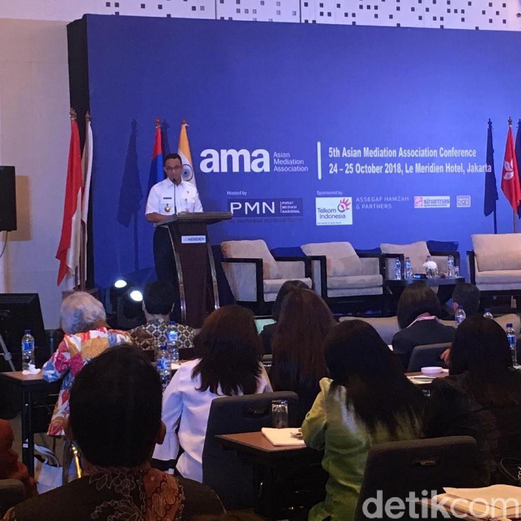Anies Ingin Camat-Lurah Jadi Mediator Masalah di Jakarta