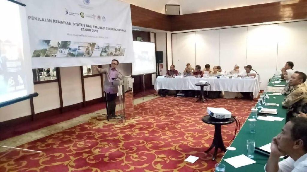 Bupati Banyuwangi Presentasi di Depan Tim Panelis Geopark Nasional