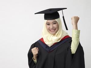Hijabers Ini Jadi Mahasiswi Termuda yang Lulus dari Universitas Toronto