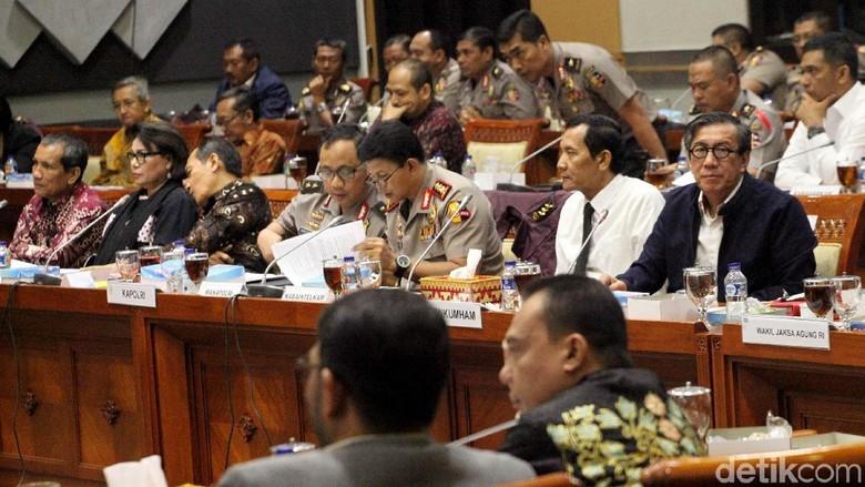 Komisi III DPR Rapat dengan KPK, Polri dan Kejagung