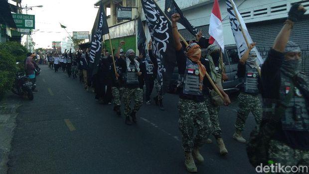 Long march di jalanan sekitar Kampung Suronatan Yogyakarta.