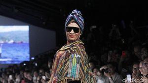 Jadi Model Catwalk, Menteri Susi Bikin Heboh Jakarta Fashion Week