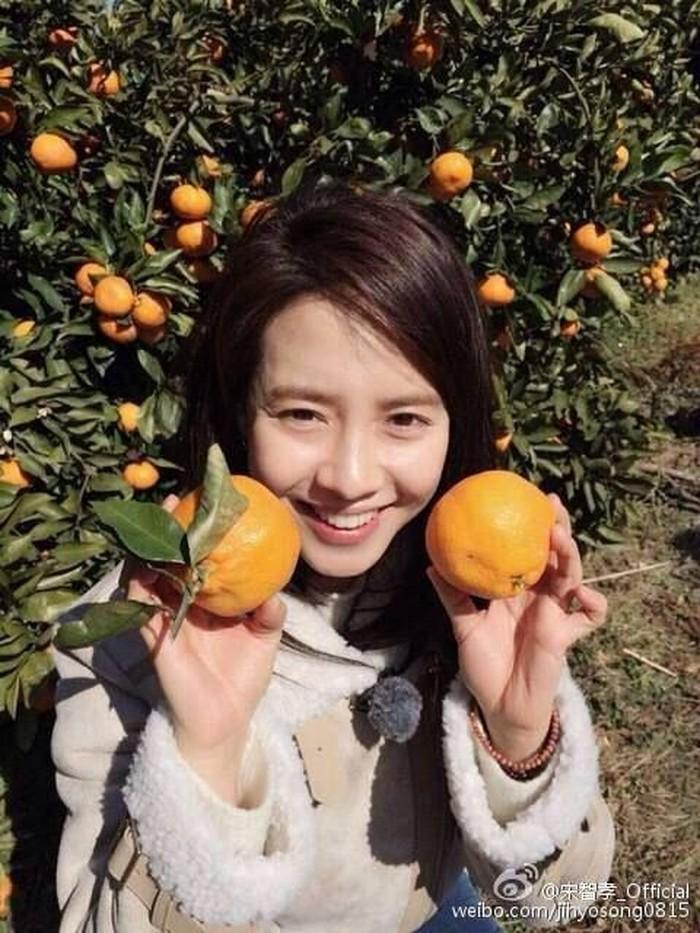 Song Ji Hyo lahir di Pohang, Korea Selatan pada 15 Agustus 1981. Awalnya ia menjadi model sebuah majalah di tahun 2001. Foto: 24h