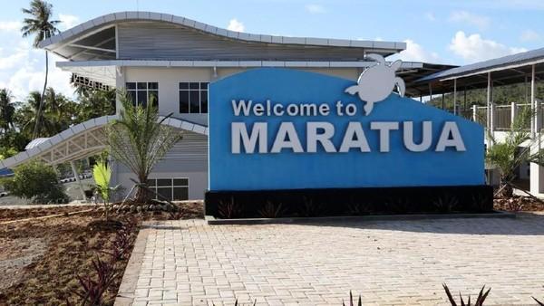 Sampai di Bandara Maratua, kamu akan disambut dengan ikon penyu yang menempel di papan selamat datang. Penyu menjadi ikon dari keindahan bawah laut Maratua (Istimewa/Ditjen Perhubungan Udara Kemenhub)