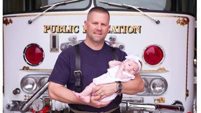 Kisah Petugas Pemadam Kebakaran Adopsi Bayi yang Ditolongnya