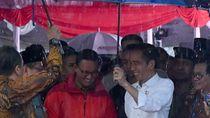 Cerita di Balik Foto Jokowi Seolah Memayungi Anies