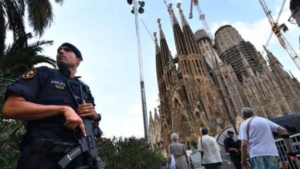 Spanyol menerima 84 juta turis pada tahun 2019, rekor terbanyak sedunia.Pejabat di sana sangat berhati-hati terkait pembukaan kembali negara itu. Pembatasan di perbatasan tidak mungkin dilakukan saat ini yang melarang perjalanan untuk semua orang selain warganya, penduduk dan pekerja perbatasan, akan berubah sebelum akhir musim panas (Foto: PASCAL GUYOT/AFP/Getty Images)