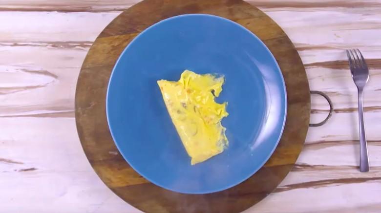 Telur tanpa minyak/Foto: Semua Bisa Masak TransTV