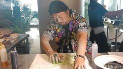 Unik, Seniman Ini Melukis dengan Mie dan Bumbu Dapur