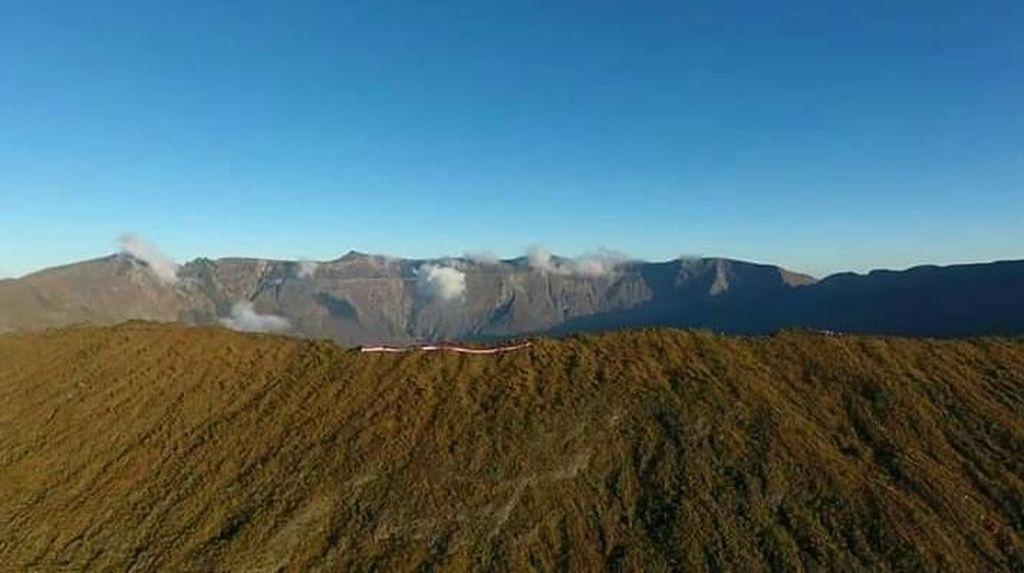 Hore! Pendakian Gunung Tambora Resmi Dibuka Lagi