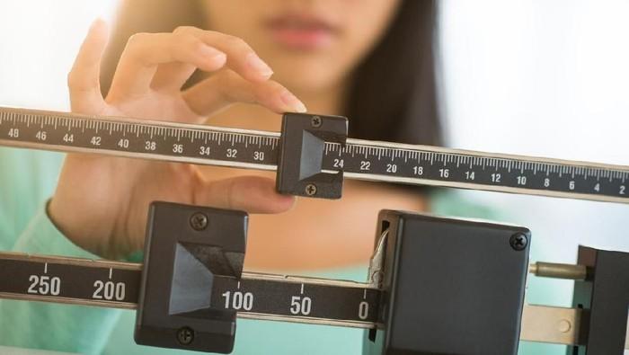 Ilustrasi kenaikan berat badan alias gemuk karena makan makanan instan. Foto: iStock