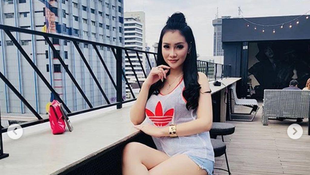 Ogah Dicap Pelakor Lagi, Putri Juby Kini Anggap Delon Cuma Kakak
