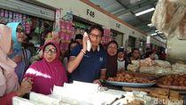 Blusukan di Pasar Projosari, Sandiaga Belanja Tempe dan Peyek