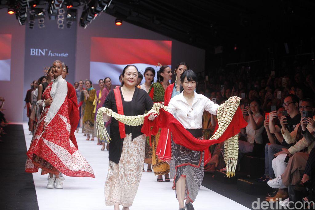 Fashion show BIN House di Jakarta Fashion Week 2019