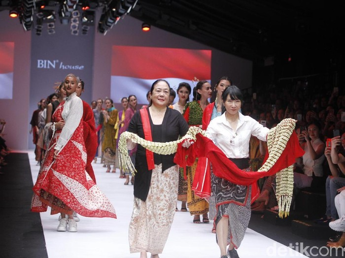 Fashion show Obin di Jakarta Fashion Week 2019. Foto: Muhammad Abduh/Wolipop