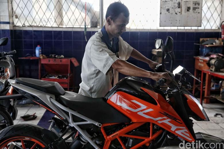 Kunjungan Riders KTM ke KTM Cirebon. Foto: Pradita Utama