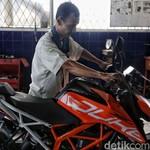 Tinggalkan Jawa Barat, Pasukan KTM Road Warriors Cek Tunggangan