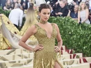 Irina Shayk Terpilih Jadi Model Baju Renang Paling Top 2019