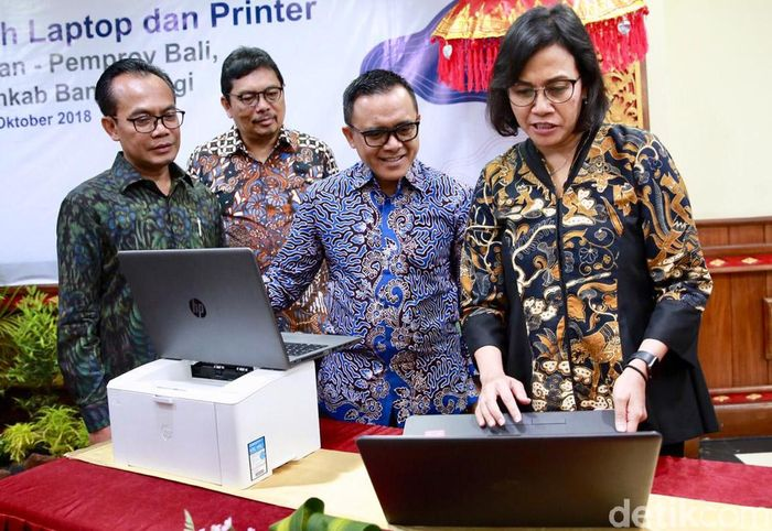 Penyerahan bantuan hibah laptop dan printer digelar di Gedung Keuangan Provinsi Bali, Jl Kusuma Atmaja, Renon, Denpasar, Kamis (25/10/2018).