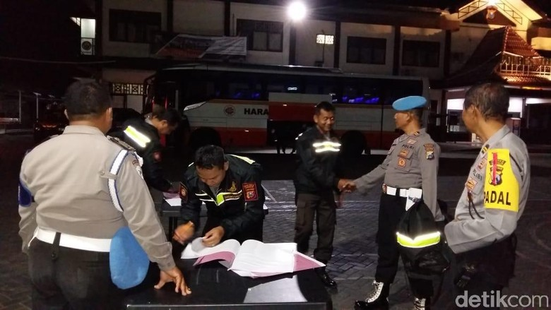 Puluhan Personel Polres Trenggalek Bantu Amankan Coblos Ulang Sampang