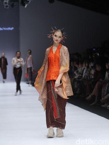 Fashion show Obin di Jakarta Fashion Week 2019.