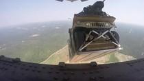 Pesawat Kargo Militer AS Jatuhkan Humvee di Lokasi yang Salah