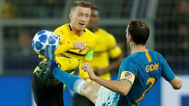 Atletico Madrid (biru) hanya menelan satu kekalahan di babak grup Liga Champions, kalah 0-4 dari Dortmund.