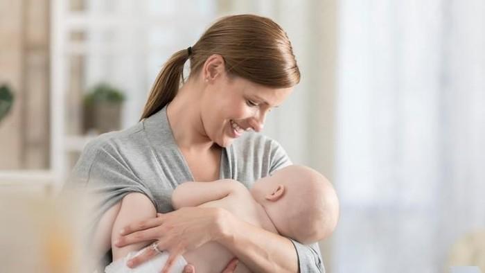 Tips sukses ASI eksklusif ibu bekerja/ Foto: iStock