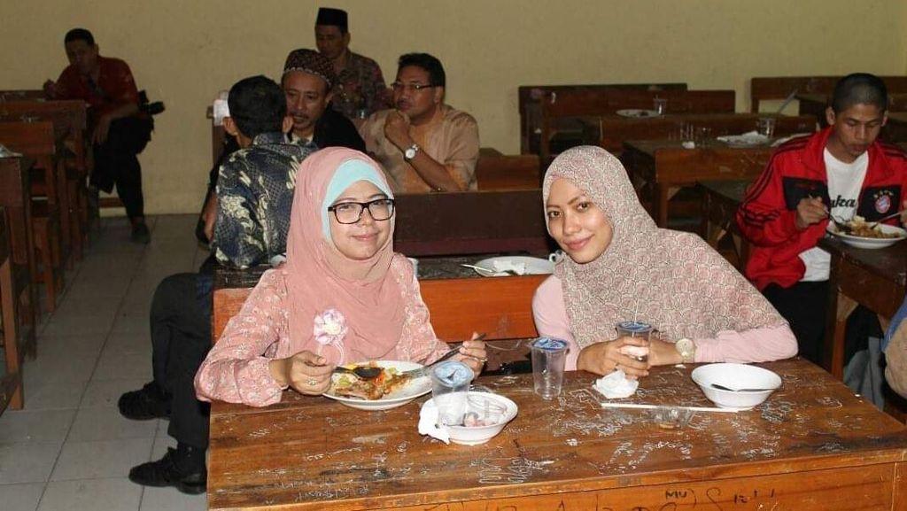 Gaya Sederhana Siti Haniatunnisa, Putri Maruf Amin Saat Kulineran