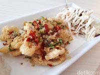 Fish & Chips House: Enaknya Makan Fish & Chips Dicocol Sambal Matah di Resto Mungil