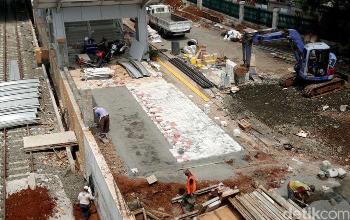 Menurut Kementerian Perhubungan ada 5 stasiun yang tengah dalam proses modernisasi, diantaranya adalah Stasiun Jatinegara, Stasiun Klender, Stasiun Buaran, Stasiun Klender Baru, Stasiun Cakung dan Stasiun Kranji.