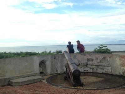 Menikmati Pesisir Samudera Hindia dari Ketinggian Benteng Marlborough