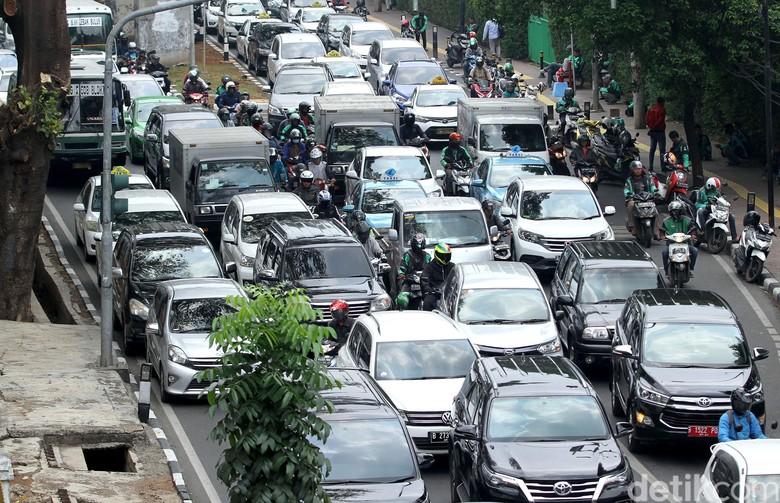Macet di Jakarta. Foto: Rifkianto Nugroho