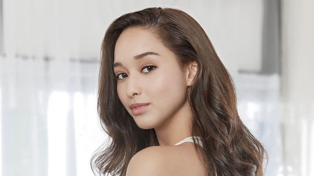 Dana Slosar dari Thailand Menangkan Asias Next Top Model 6