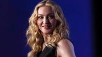 Madonna Dikabarkan Pacari Penari yang Usianya 35 Tahun Lebih Muda