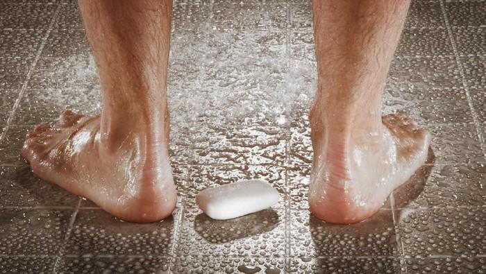 Rata-rata orang dewasa menghabiskan waktu selama 416 hari di kamar mandi. (Foto: iStock)