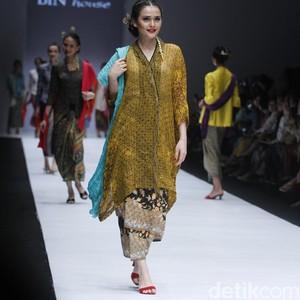Indahnya Lambaian Kain Batik Sutra Karya Obin di Jakarta Fashion Week 2019