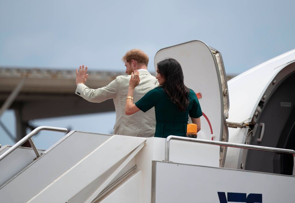 SUVA, FIJI - OCTOBER 25:  Prince Harry, Duke of Sussex and Meghan, Duchess of Sussex attend the Unveiling of the Labalaba Statue Meghan, Duchess of Sussex looking straight to camera on October 25, 2018 in Suva, Fiji. The Duke and Duchess of Sussex are on their official 16-day Autumn tour visiting cities in Australia, Fiji, Tonga and New Zealand.  (Photo by Chris Jackson/Getty Images)