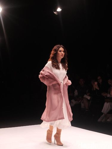 Fashion show Cotton Ink di Jakarta Fashion Week 2019.