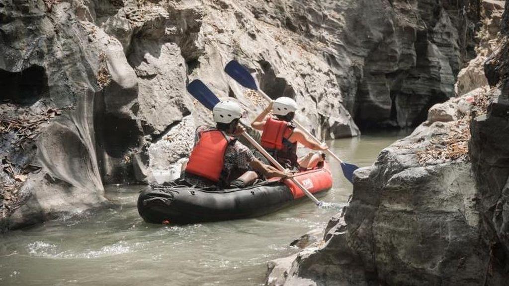 Weekend Menantang di Yogya, Main Kayak di Sungai Opak!