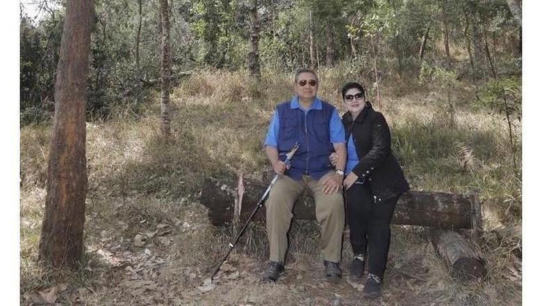 Ani dan SBY di Gunung Lawu (Ani Yudhoyono/Instagram)