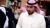 Duh, Penjual Biskuit Arab yang Tampan Ini Bikin Netizen Salah Fokus!