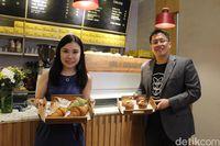 Mau Cicipi Roti dan Kopi Hangat Khas Kafe Singapura? Mampirlah ke Sini