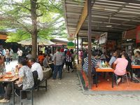 Serba Enak dan Murah, Makan Siang di 5 Pusat Jajanan Ini