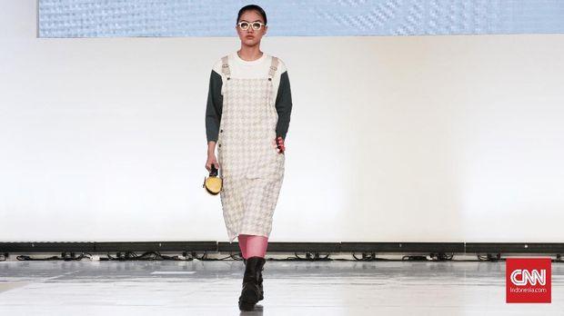 Peragaan busana label asal Jepang, Tategami, dalam Jakarta Fashion Week 2019.