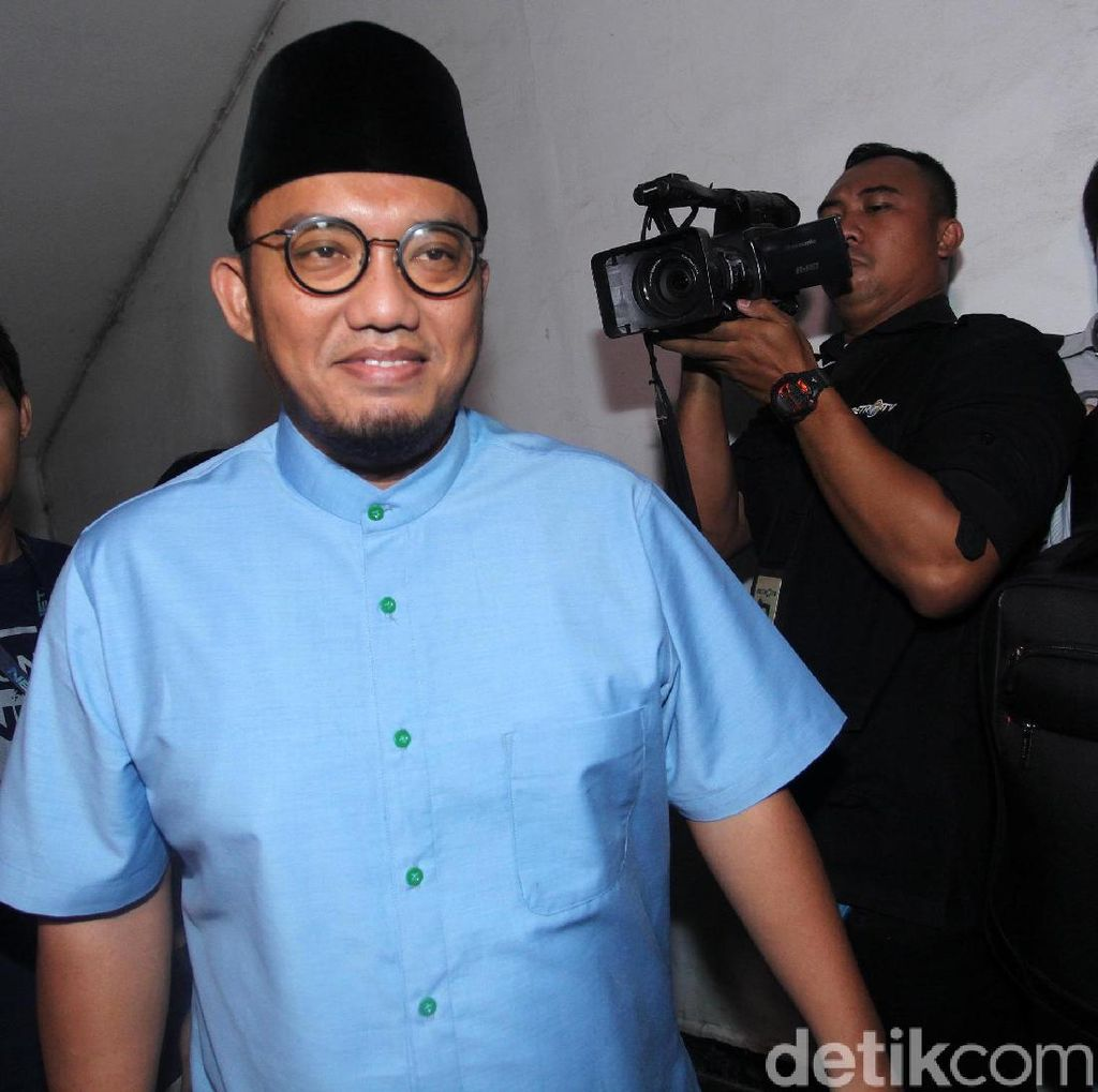 Erick Thohir Terpaksa Ofensif, Dahnil Singgung Narasi Uneducated