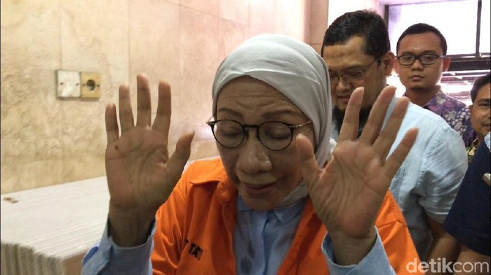 Ratna Sarumpaet sedang menjalani lanjutan pemeriksaan. Foto: Kanavino-detikcom