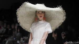 Cantiknya 25 Koleksi Barli Asmara yang Terinspirasi Romantisme Paris
