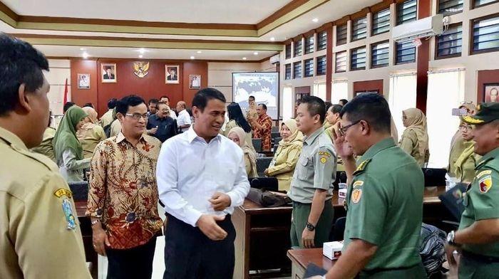 Dirjen Peternakan dan Kesehatan Hewan I Ketut Diarmita berbatik cokelat/Foto: Dok Kementan